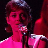 Metronomy et Marion Cotillard - Is She Really Going Out With Him - L'anniversaire des 30 ans